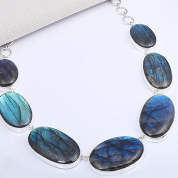 The things to know before getting labradorite jewelry